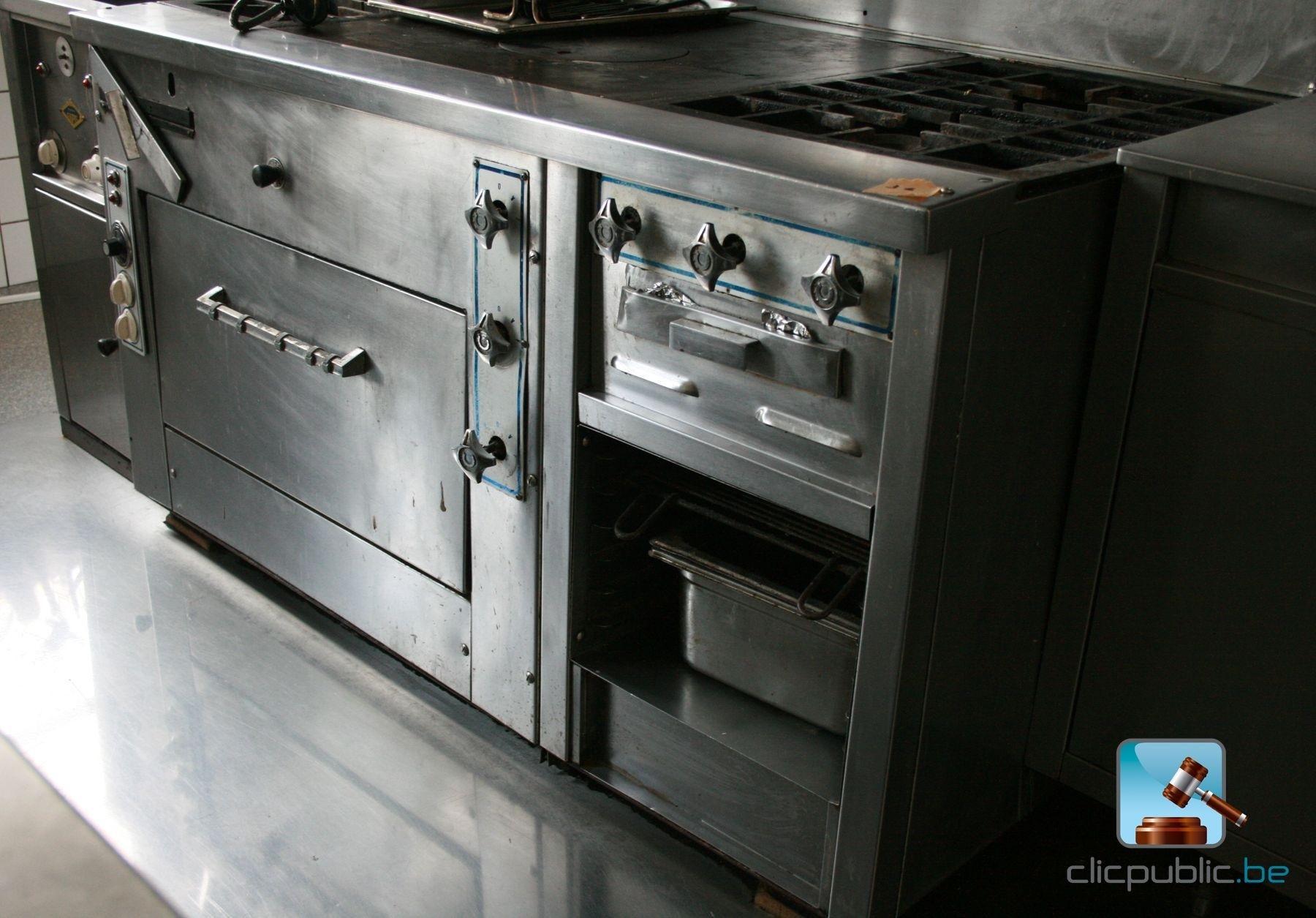 cuisini re au gaz professionnelle vendre sur. Black Bedroom Furniture Sets. Home Design Ideas