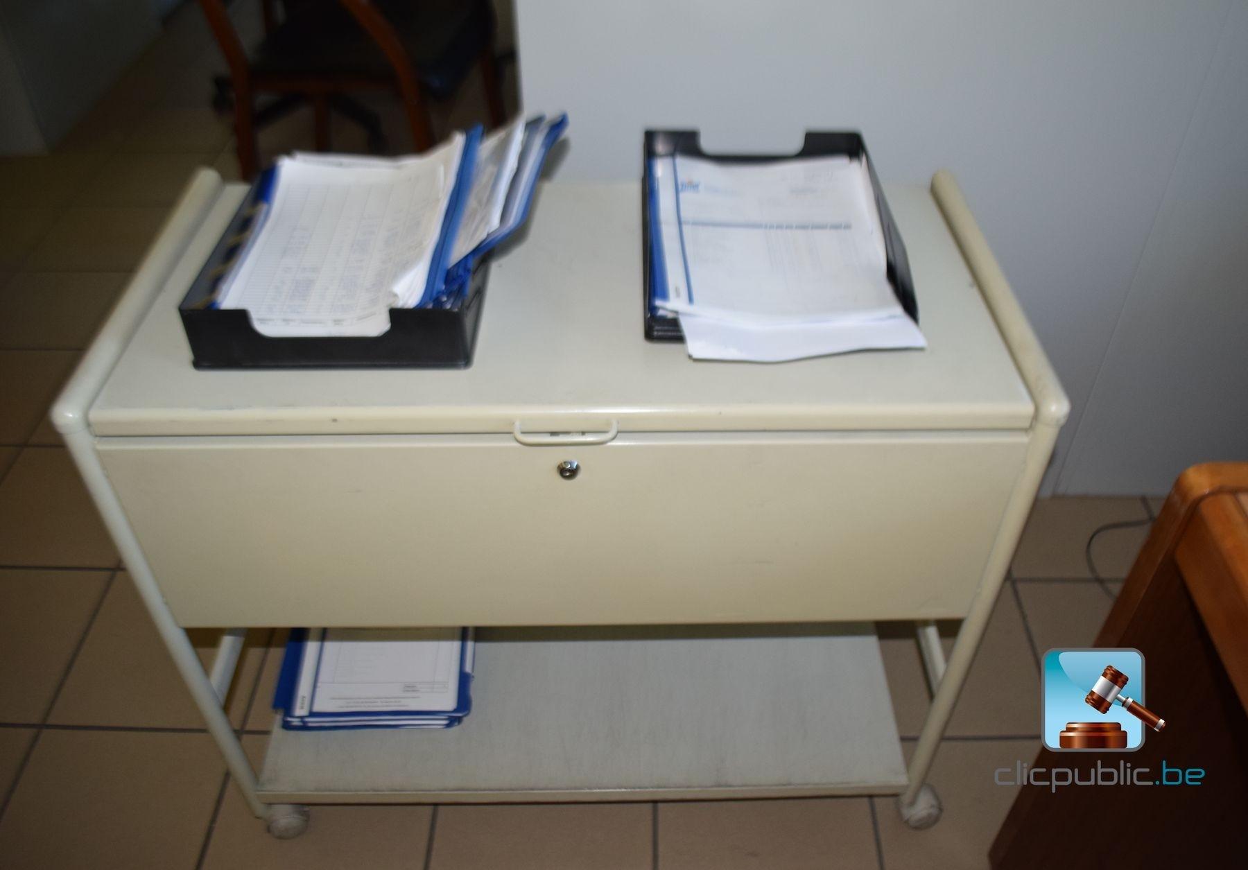 Mobilier de bureau vendre sur for Vente materiel bureau