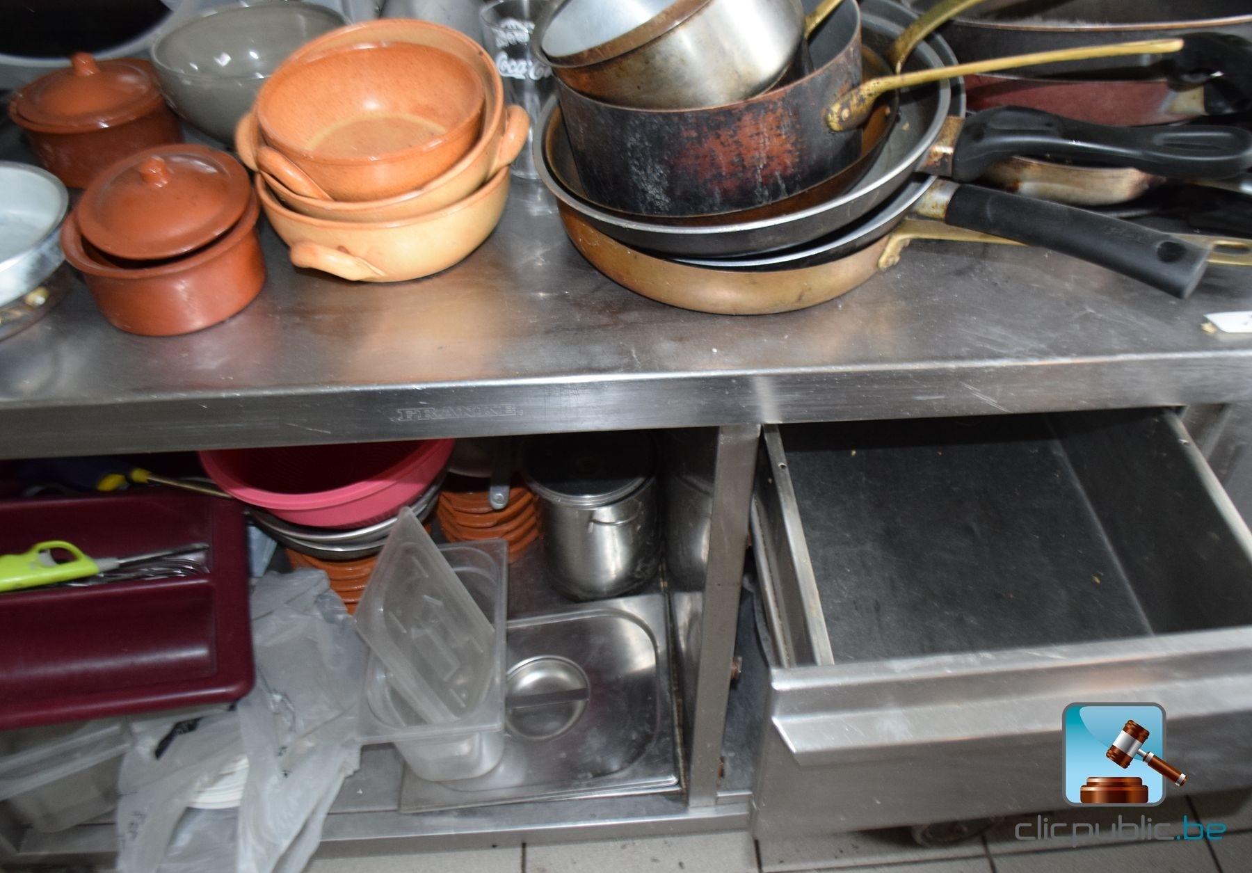 Table en inox micro ondes domo et ustensiles de cuisine for Ustensiles de cuisine en cuivre