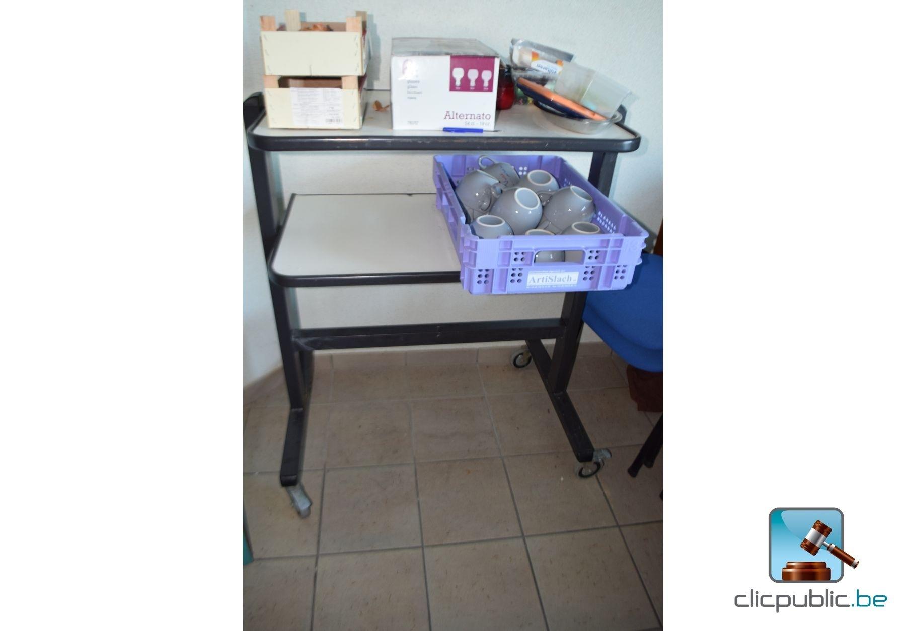 mobilier de bureau et appareil photo ref 4. Black Bedroom Furniture Sets. Home Design Ideas
