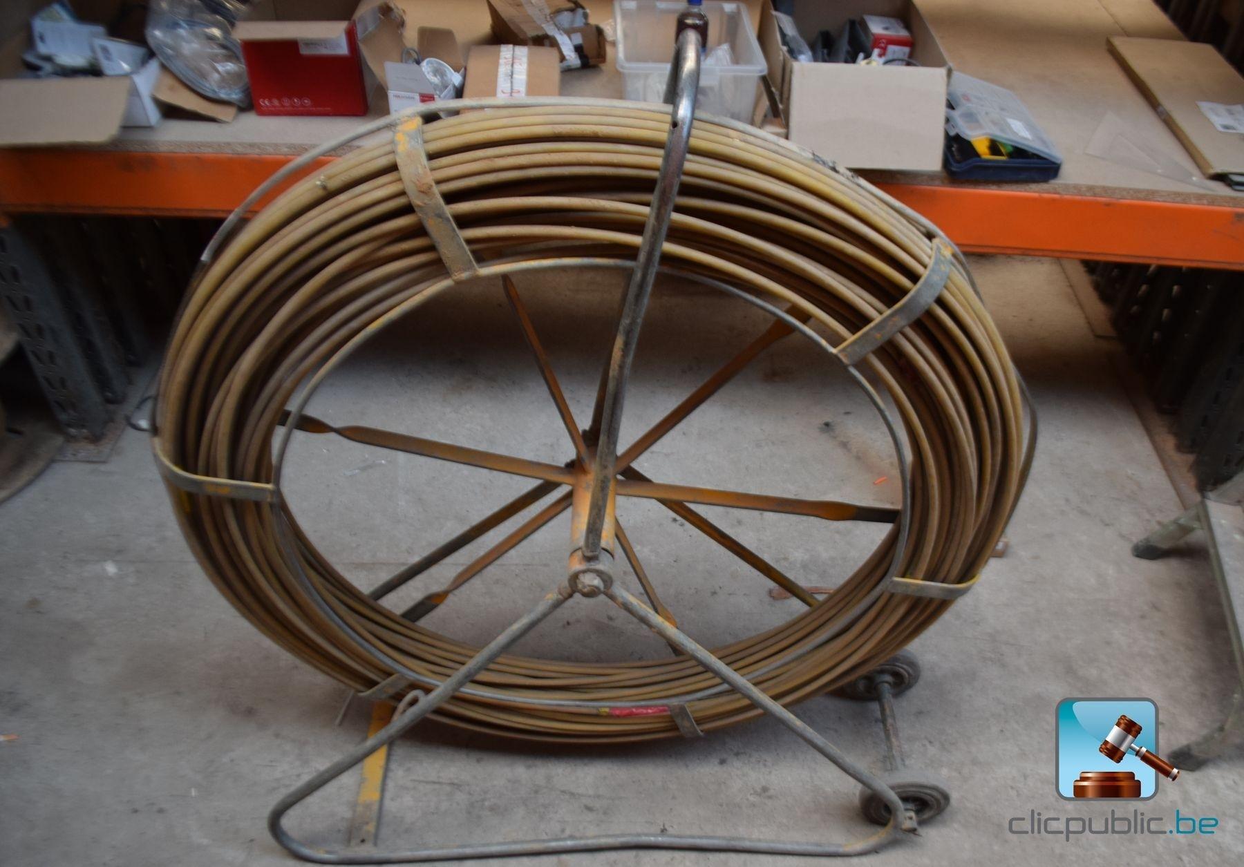 D rouleur de c ble pour aiguille tire c ble ref 66m for Aiguille pour passage de cable