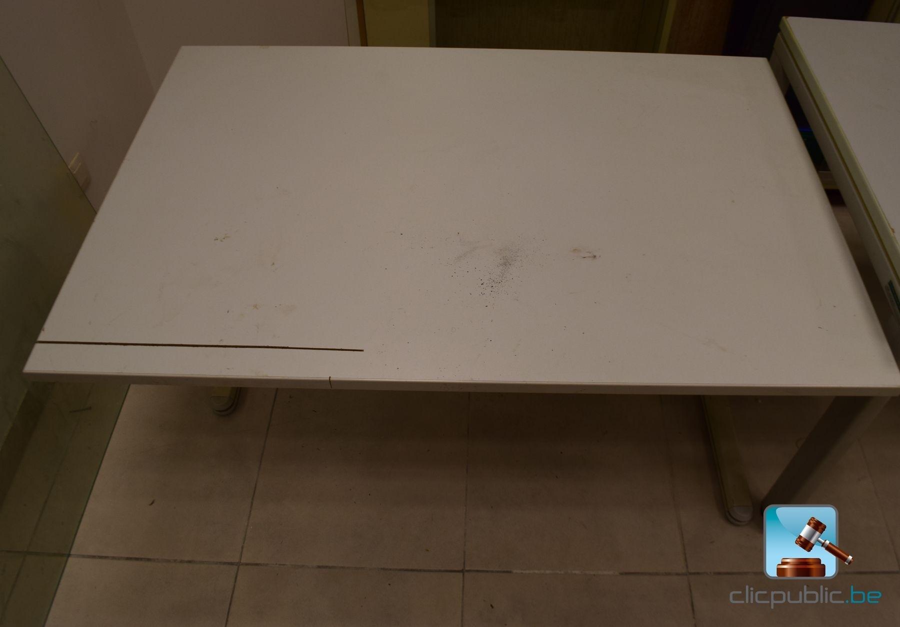 mobilier armoire tables et une porte en verre ref 16 vendre sur. Black Bedroom Furniture Sets. Home Design Ideas