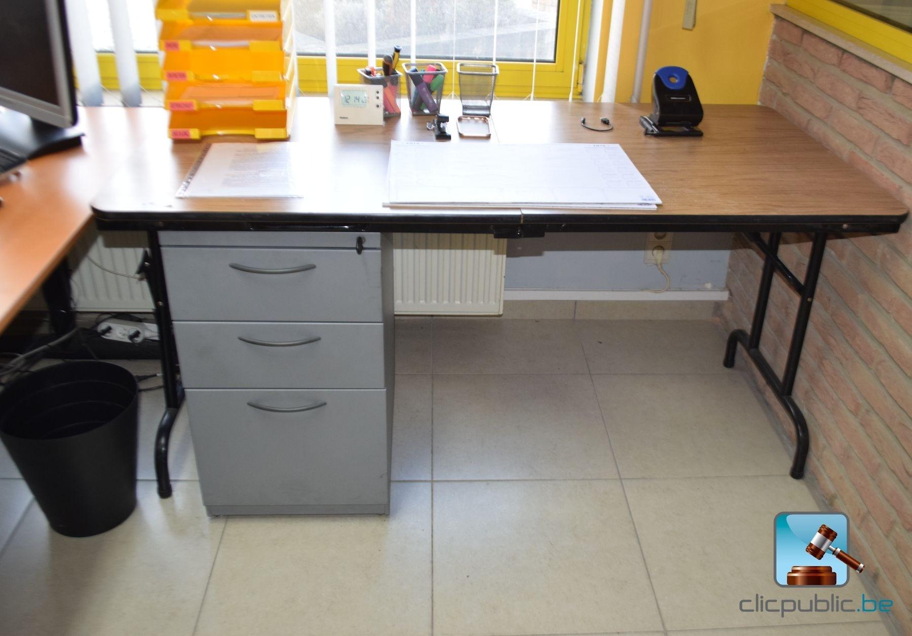 Mobilier de bureau avec son contenu de petit mat riel ref for Petit mobilier de bureau
