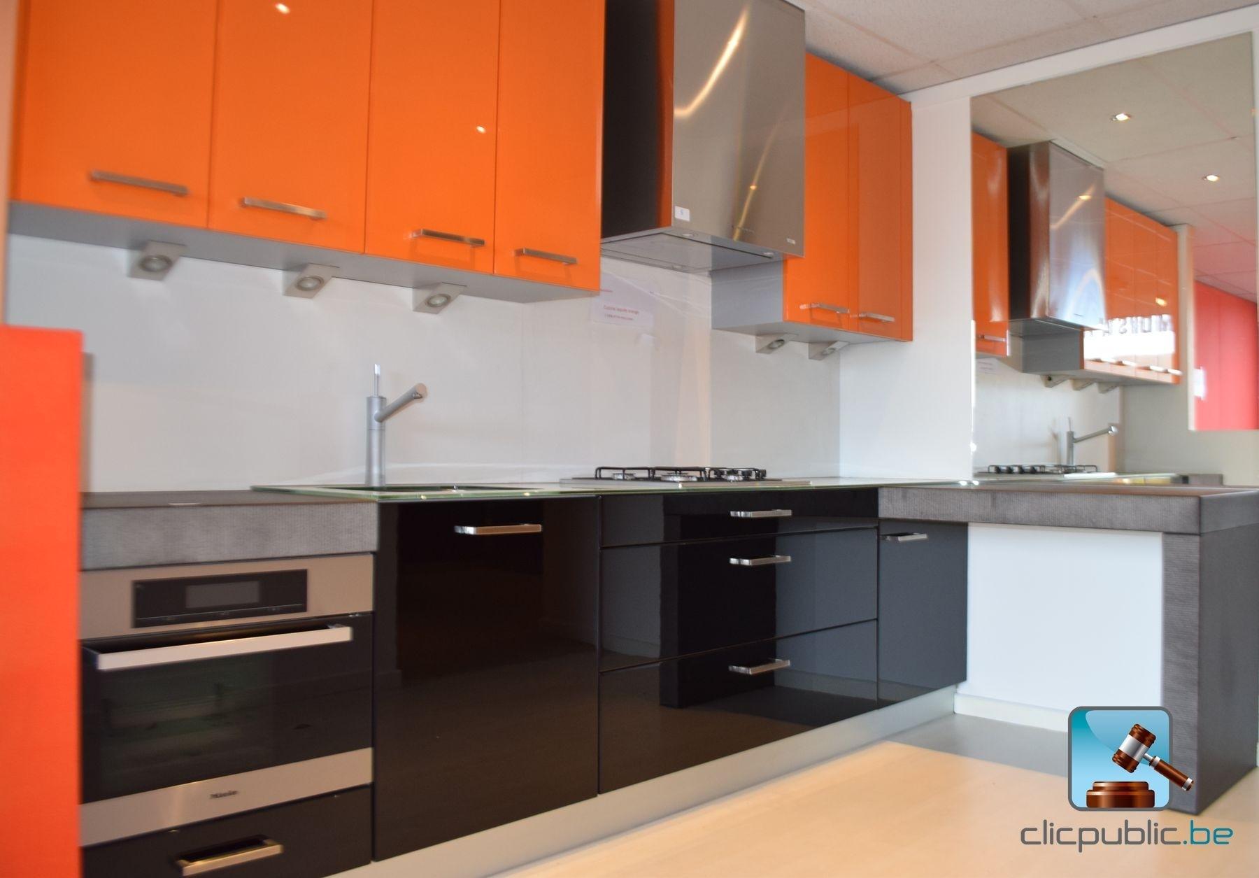 Cuisine quip e orange et noir plan de travail topglass for Cuisine equipee noir