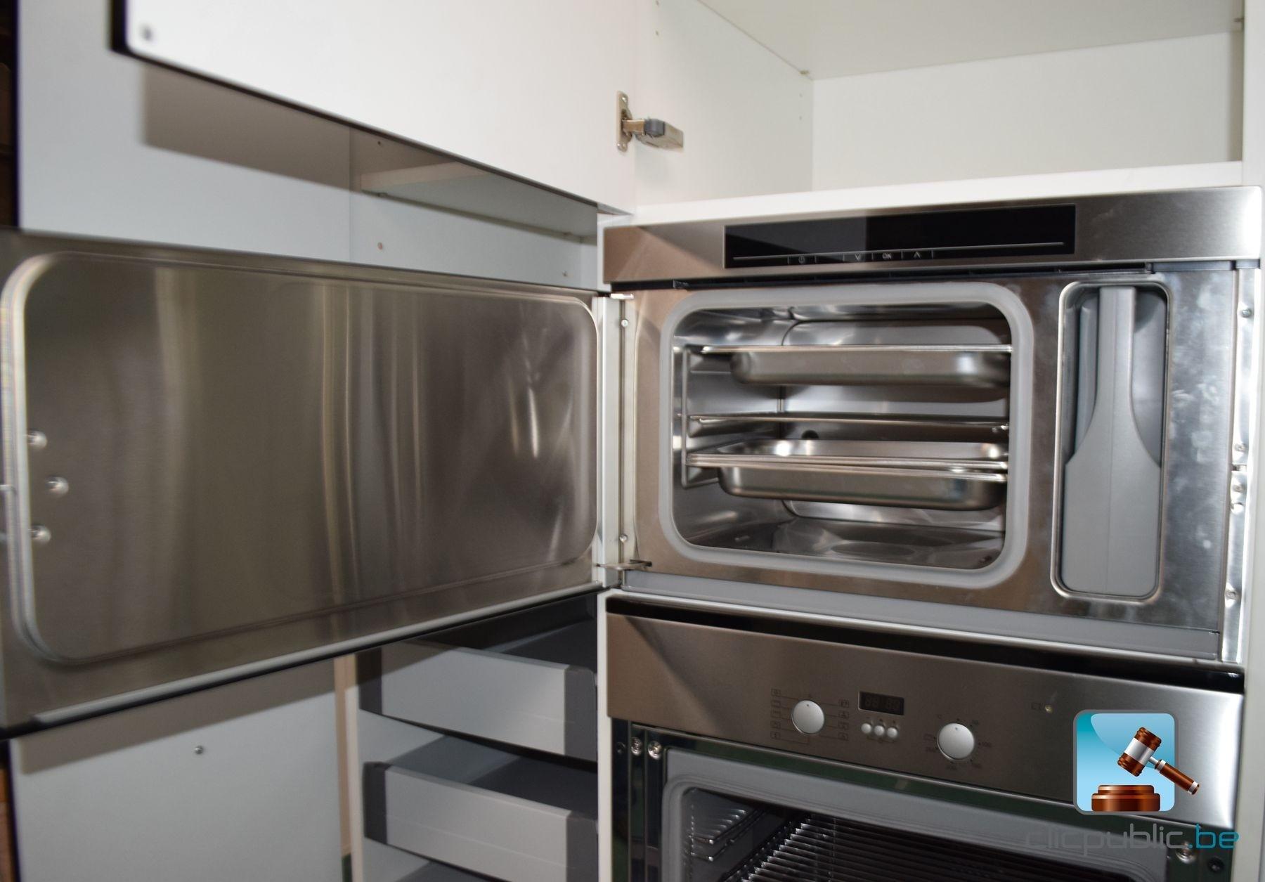 Cuisine quip e design laqu e noir aluminium et inox for Cuisine equipee laquee