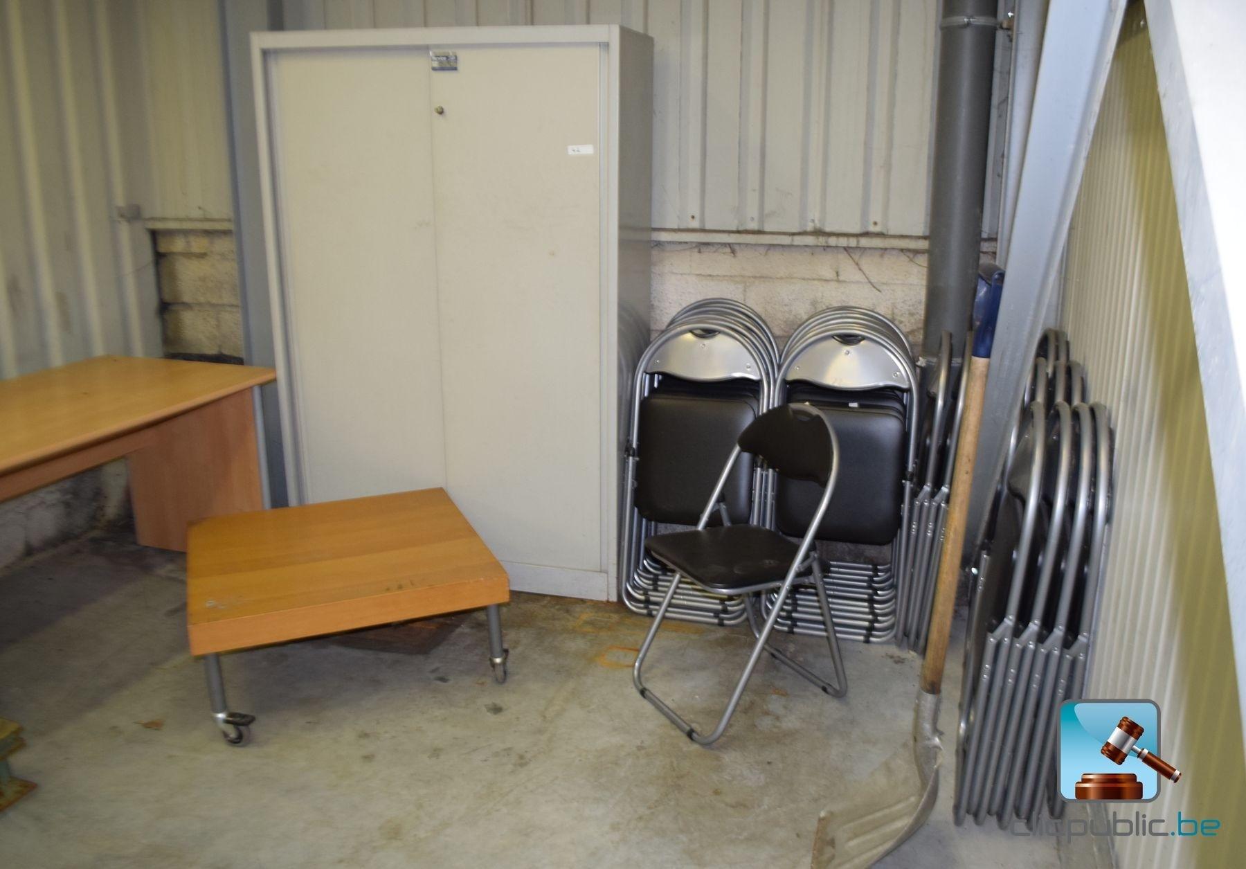 Meubles armoire m tallique bureau et 35 chaises ref for Meuble bureau metallique