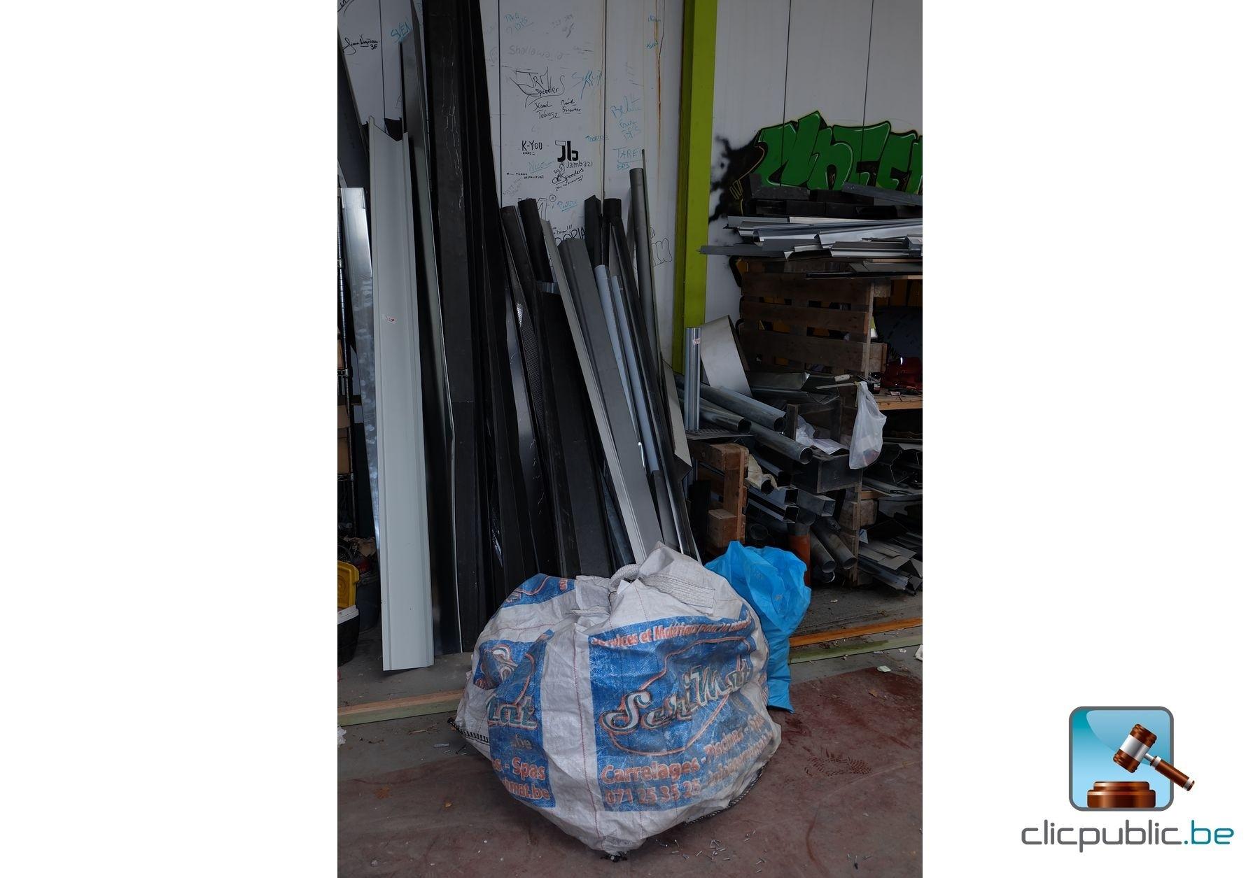 profil s en zinc feuille neuve de zinc rouleaux de plomb ref 31 vendre sur. Black Bedroom Furniture Sets. Home Design Ideas