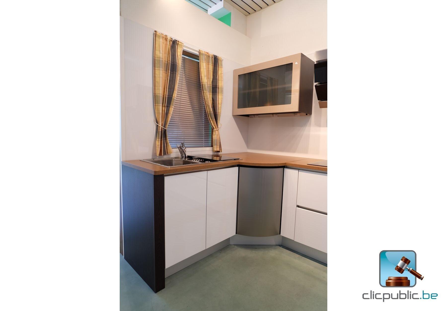 cuisine quip e design en h tre finition stratifi weng portes m lamin e brillant brun et. Black Bedroom Furniture Sets. Home Design Ideas
