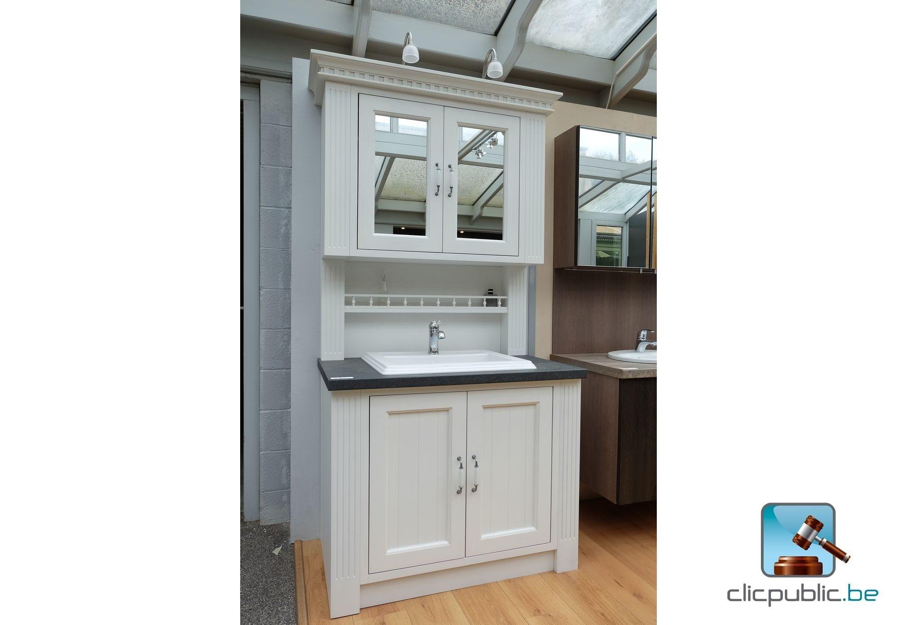 Meuble de salle de bain cottage porte et pilastre en for Meuble de salle de bain en chene massif