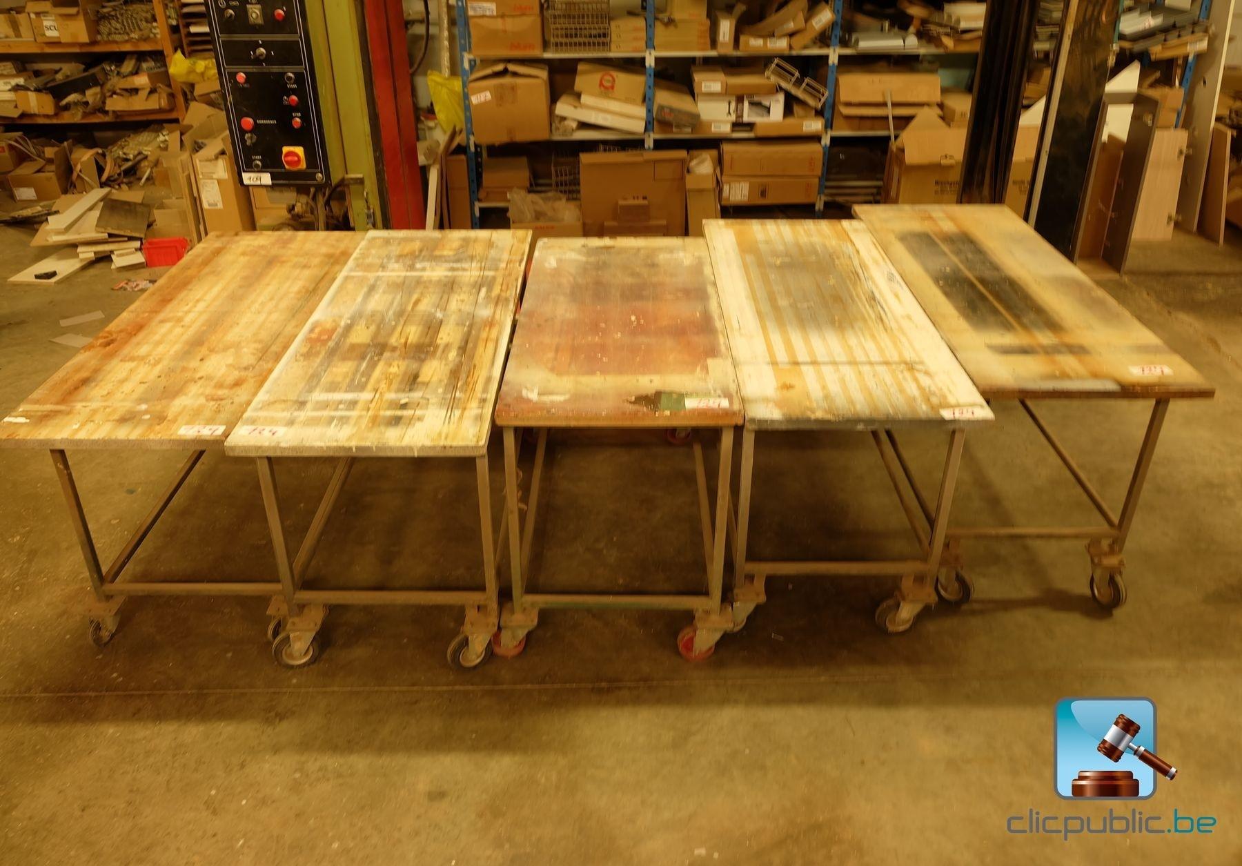 5 tables d 39 atelier sur roulettes ref 124 vendre sur. Black Bedroom Furniture Sets. Home Design Ideas