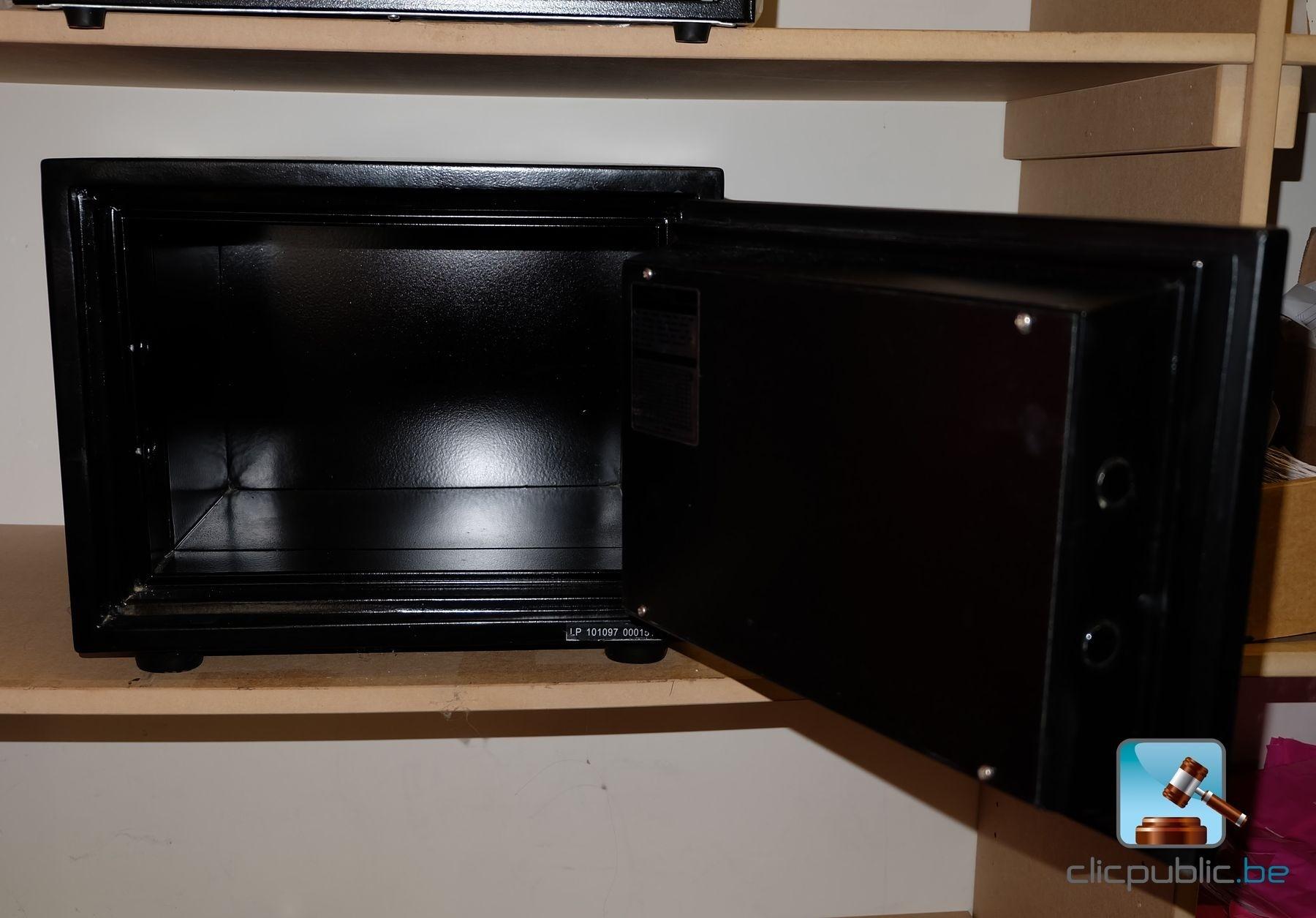 coffre fort honeywell vendu avec tiroir caisse et caisses en m tal ref 35 vendre sur. Black Bedroom Furniture Sets. Home Design Ideas
