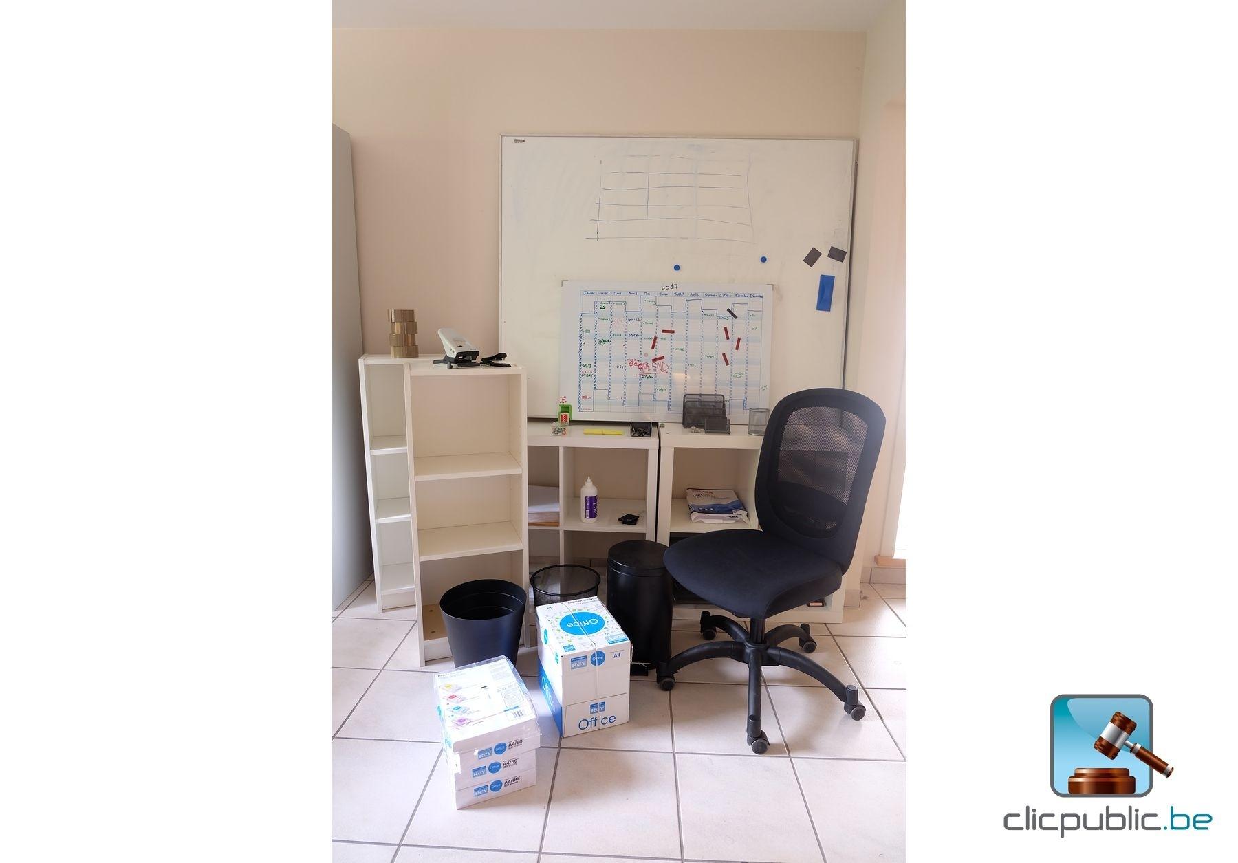mat riel de bureau meubles chaises corbeille bannettes etc ref 20 vendre sur. Black Bedroom Furniture Sets. Home Design Ideas