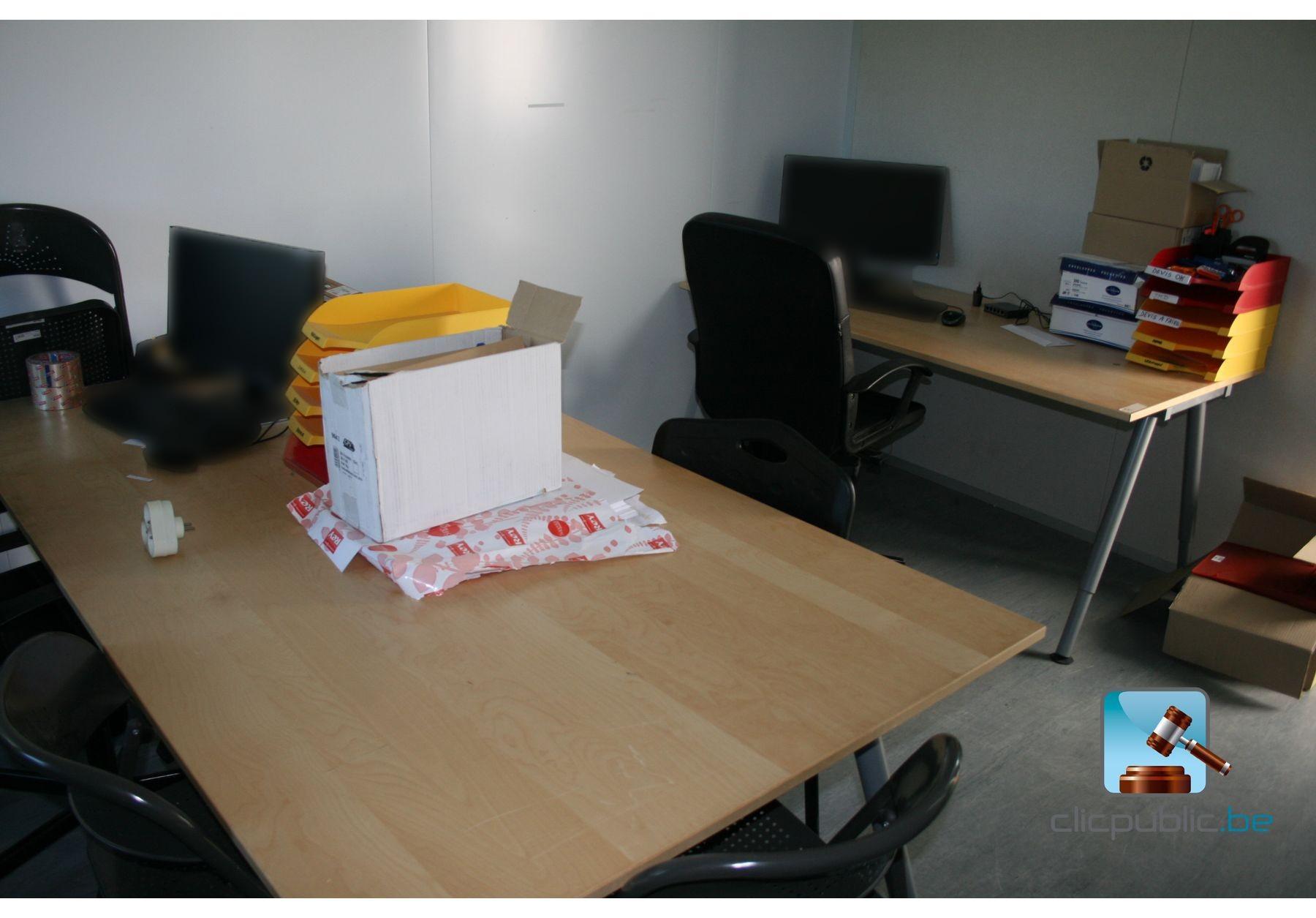 Mobilier de bureau et ordinateurs lot 1 vendre sur for Mobilier bureau 54