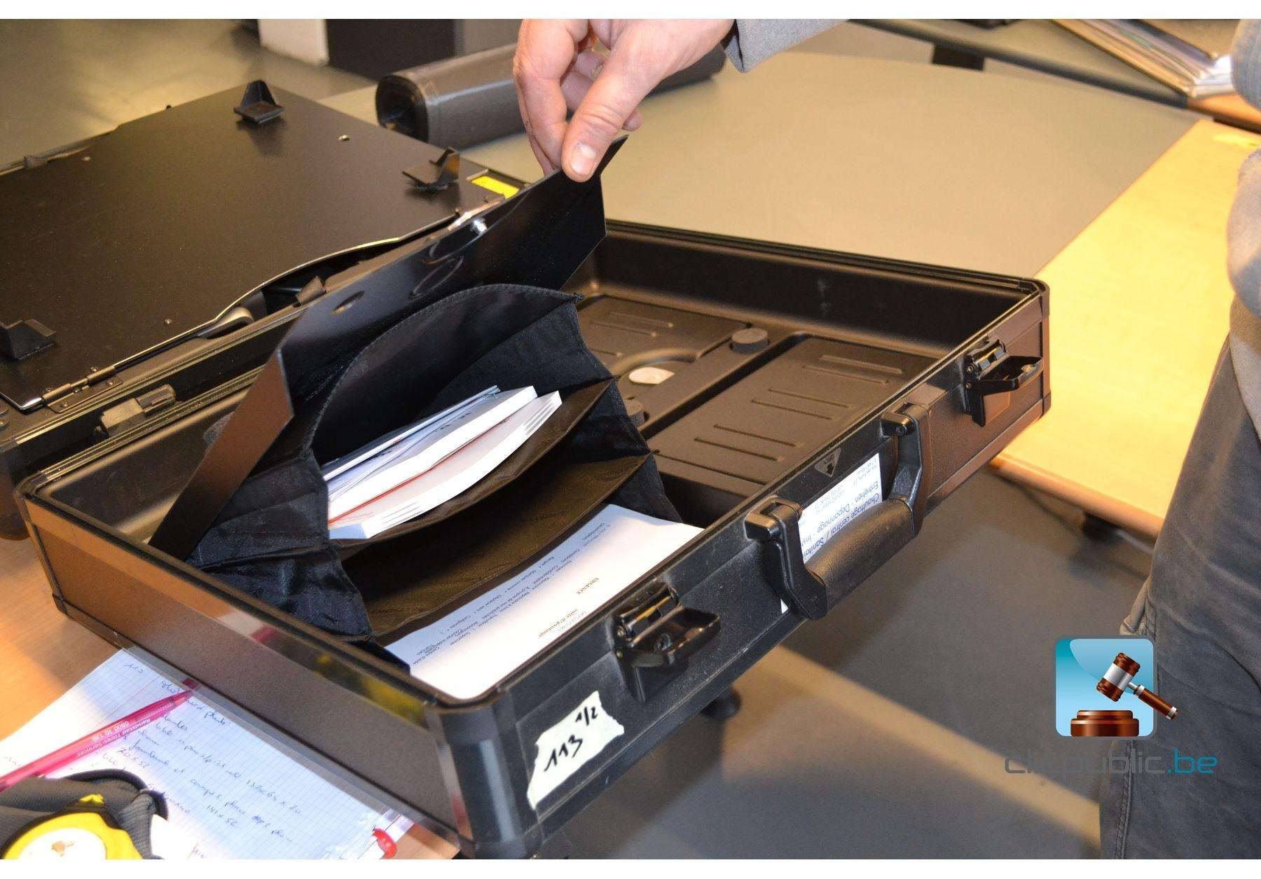 Ordinateur portable toshiba satellite et imprimante for Meuble pour ordinateur portable et imprimante