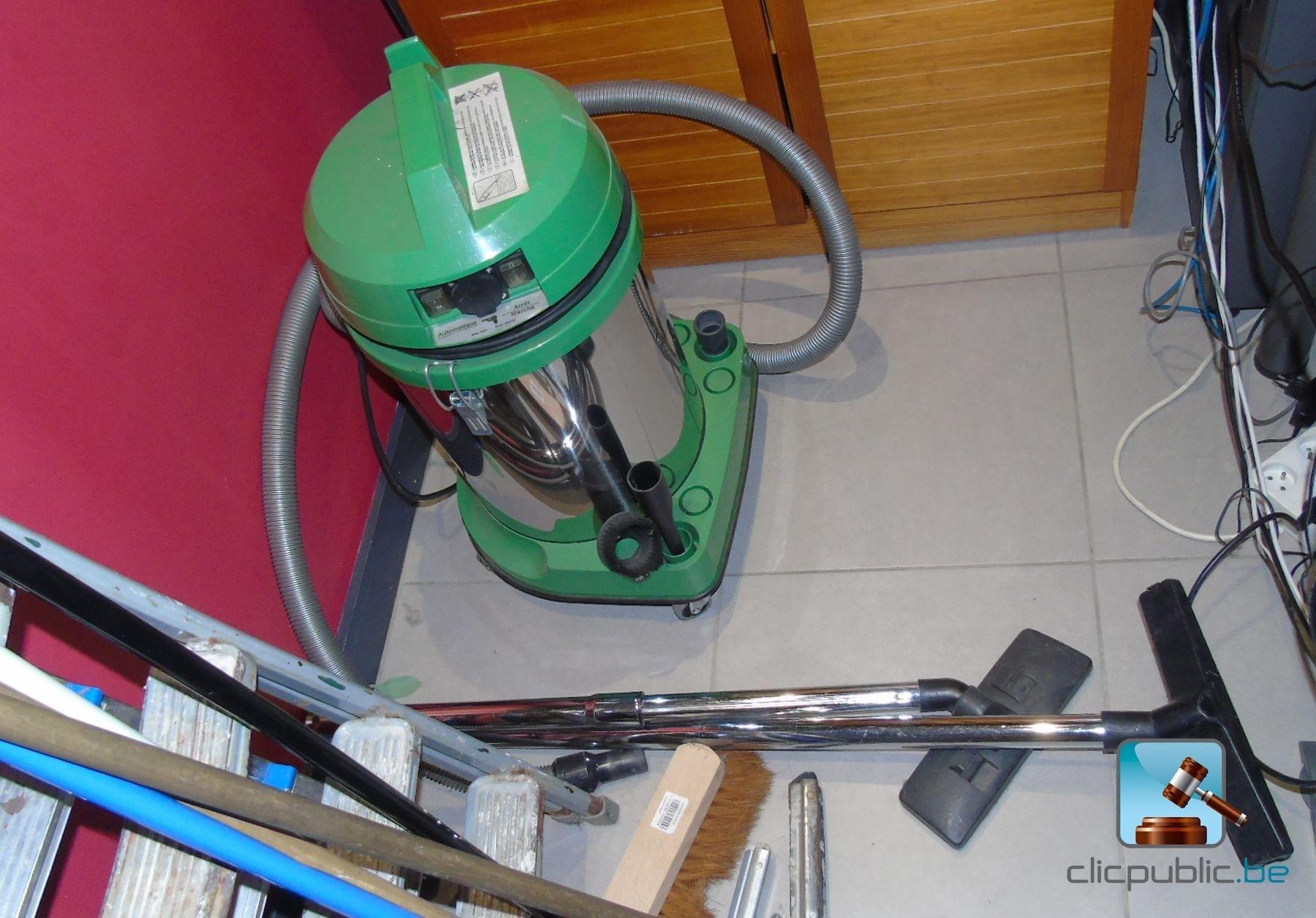 Mat riel de bureau aspirateurs et escabelles ref 9 for Materiel de bureaux